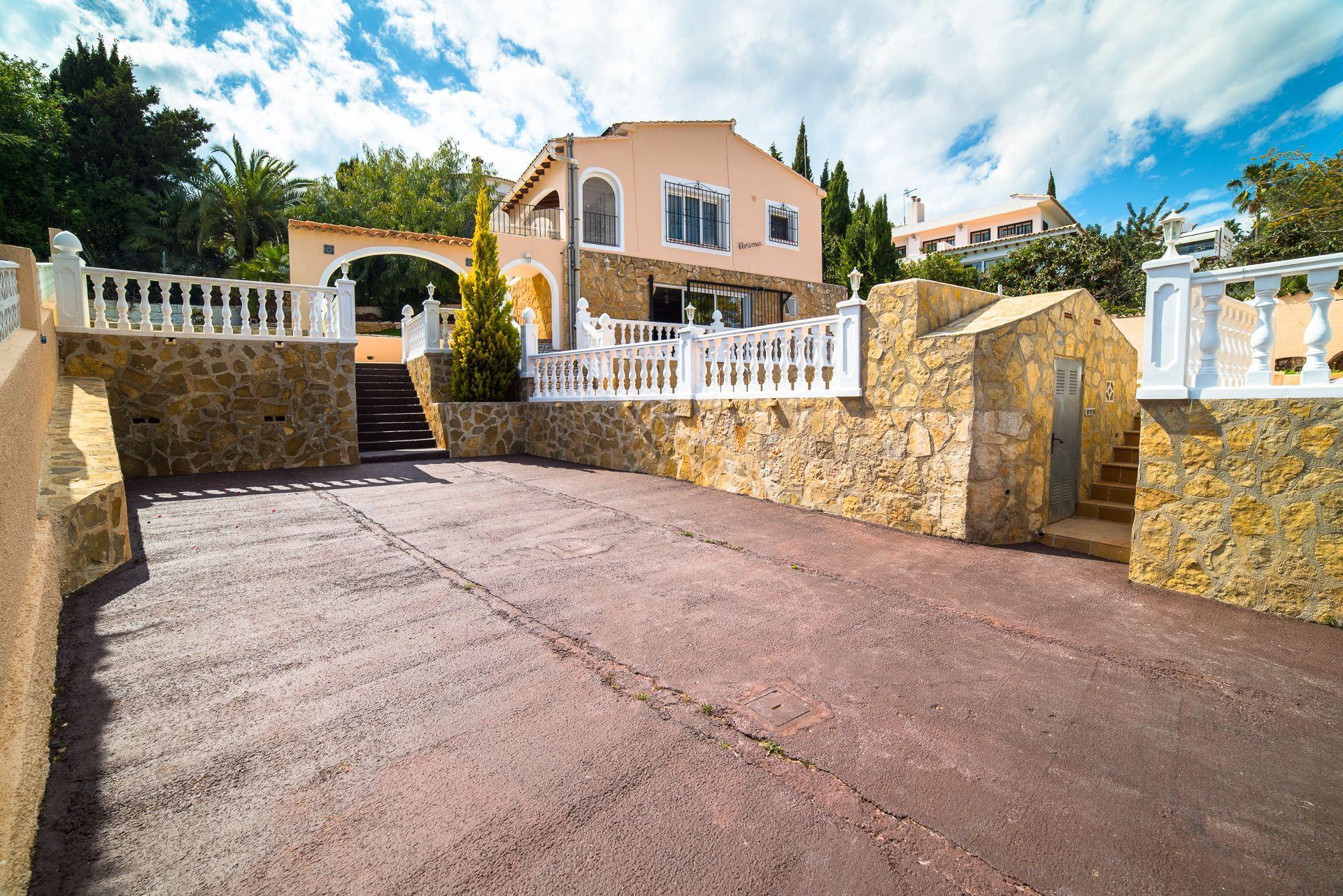 Villa vistas al mar a poca distancia de Moraira en venta